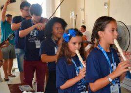 Estudantes da Orquestra Municipal de Pelotas/RS leva música à Santa Casa da cidade