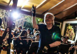 Maestro João Carlos Martins rege Orquestra de Sopros de Pindoretama, em Fortaleza/CE
