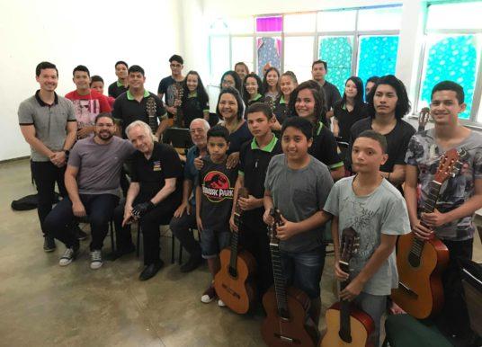 João Carlos Martins visita projetos do Instituto Boa Vista de Música, em Boa Vista/RR